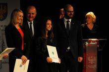 Sportowcy odebrali nagrody od marszałka. Rozdano ponad 100 tysięcy złotych