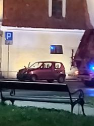 Czołowe zderzenie w centrum Niemodlina. Zginął 25-latek