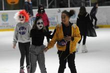 Czarownice i straszydła na opolskim lodowisku