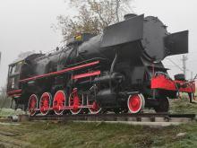 Zabytkowa lokomotywa stanęła przed dworcem w Kędzierzynie-Koźlu