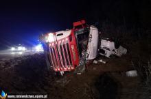 Wypadek ciężarówki wiozącej samochody na wojewódzkiej 901