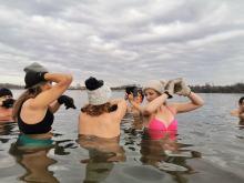 Miłośników kąpieli w zimnej wodzie przybywa