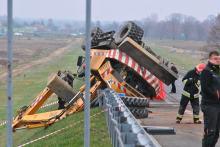 Droga po śmiertelnym wypadku w Większycach nadal zablokowana