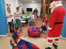 W klubie kibica Odry Opole zorganizowano Mikołajki dla dzieci z Domu Dziecka