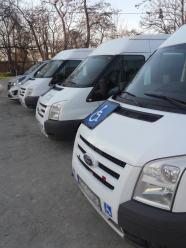 Cztery specjalistyczne samochody świadczą usługi transportowe dla niepełnosprawnych