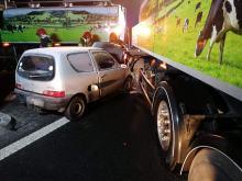 Bzinica Stara. Auto wbiło się w samochód ciężarowy