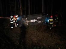 Na DK 46 w pobliżu Grodźca dachował samochód osobowy
