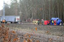 Śmiertelny wypadek na przejeździe kolejowym w Nowej Schodni. Wstrzymano ruch pociągów