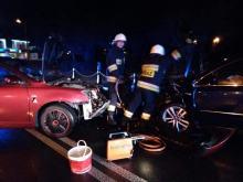 Czołowe zderzenie samochodów w Ozimku. Kierujący Toyotą zasnął za kierownicą