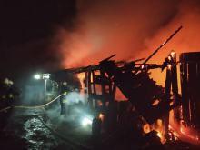 7 zastępów straży walczyło z pożarem budynku gospodarczego