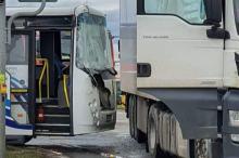 Ciężarówka zderzyła się z autobusem w Brzegu. 4 osoby ranne