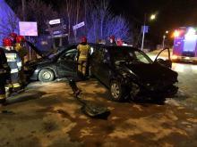 Zderzenie dwóch osobówek w Winowie. Jedna osoba ranna