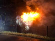 Pożar budynku gospodarczego w Zawadzkiem. Strażacy uratowali kury