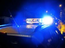 Skakał po dachach samochodów, noc spędził w policyjnym areszcie