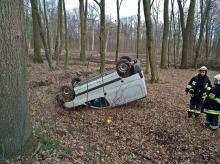 20-latek stracił panowanie nad pojazdem i dachował. Został ranny