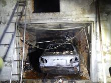 Pożar garażu w Racławiczkach. Spłonął samochód osobowy