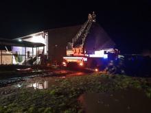Strażacy walczą ze skutkami silnego wiatru. Blisko 70 interwencji w niedzielę wieczorem