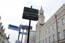 Kilkaset tabliczek z nazwami ulic zostało wymienionych na nowe
