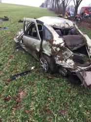 Groźny wypadek w powiecie namysłowskim. Auto rozpadło się na części