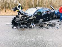 Wypadek w Jełowej. Zderzyły się trzy samochody osobowe