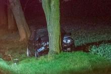 Kierowca BMW wjechał w drzewo. Groźne zdarzenie koło Grodkowa