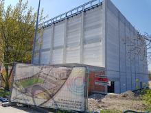 Trwa budowa Opolskiego Parku Sportu. Zakończono montaż podwieszanej bieżni