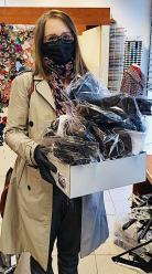Centrum handlowe Turawa Park rozdaje maseczki swoim klientom