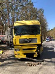 Zdarzenie drogowe na DW 408. Zderzyły się dwa samochody ciężarowe