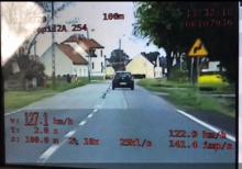 """Blisko 130 km/h przy obowiązującej """"pięćdziesiątce"""" - kolejny kierowca stracił prawo jazdy"""