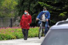 Koniec noszenia maseczek! Rząd luzuje restrykcje dotyczące zasłaniania twarzy, jednak nie wszędzie