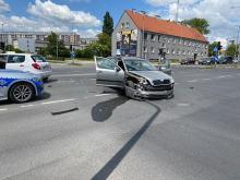 Kolizja na skrzyżowaniu Oleskiej i Chabrów. Sprawca z promilami