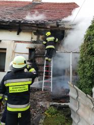 Pożar altany i budynku gospodarczego w Wysokiej