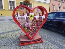 Serce na nakrętki w Namysłowie pomaga w charytatywnych zbiórkach