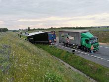 Zdarzenie z udziałem dwóch ciężarówek w powiecie oleskim. Jeden z kierowców zasłabł
