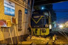 Lokomotywa uderzyła w budynek nastawni w Kluczborku