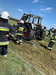 Pracowity dzień opolskich strażaków. Doszło dziś do kilku kolizji, spłonął też traktor