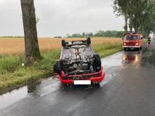 Samochód osobowy dachował w Straduni