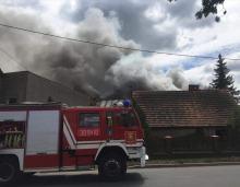 Blisko 8 godzin strażacy gasili płonące poddasze w gminie Niemodlin