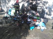 Mieszkańcy ulicy Ligonia mają dość piętrzących się śmieci znoszonych przez lokatorkę
