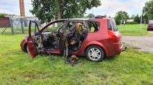 Renault spłonęło w powiecie strzeleckim