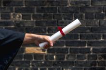 Podrobiony dyplom ukończenia studiów w przesyłce pocztowej