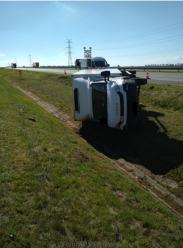 Samochód dostawczy przewrócił się na autostradzie A4