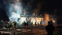 Pożar stolarni w Świerczach gasiło 8 zastępów straży pożarnej