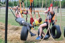 Blisko 400 osób i setka dzieci na biegu z przeszkodami w parku Armii Krajowej