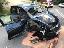 Kierowca osobówki staranował słup na ulicy Popiełuszki w Opolu