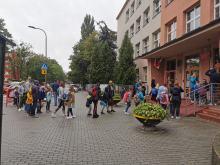 Kolejki przed opolskimi szkołami przed pierwszym dzwonkiem