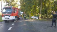 Samochód osobowy wypadł z drogi w powiecie głubczyckim. Utrudnienia na DW 416