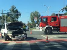 Wypadek z udziałem nieoznakowanego radiowozu policyjnego na skrzyżowaniu w Opolu