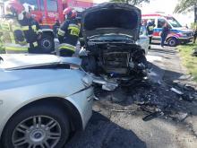 Czołowe zderzenie BMW i Fiata. Dwie osoby w szpitalu