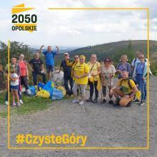100 kilogramów śmieci wyniesiono z Gór Opawskich. Udana akcja Ruchu Polska 2050